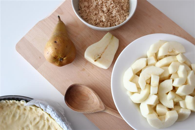 Preparation of pear cheesecake